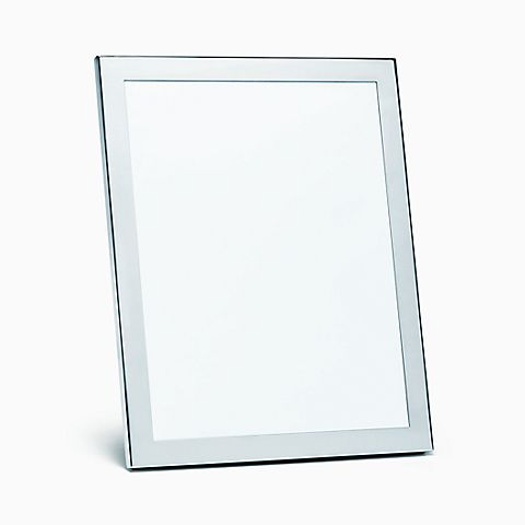 Rectangular frame in sterling silver.