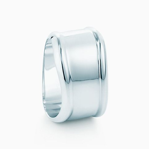Elsa Peretti® napkin ring in sterling silver.