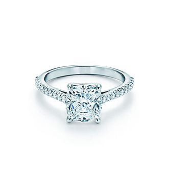 Love comes full circle with a radiant band set with diamonds.