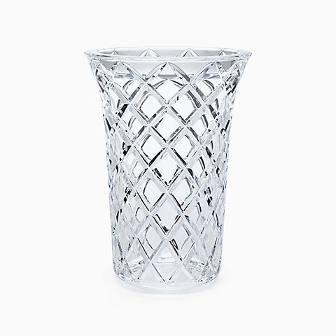 Diamond-cut flared vase in hand-cut crystal.