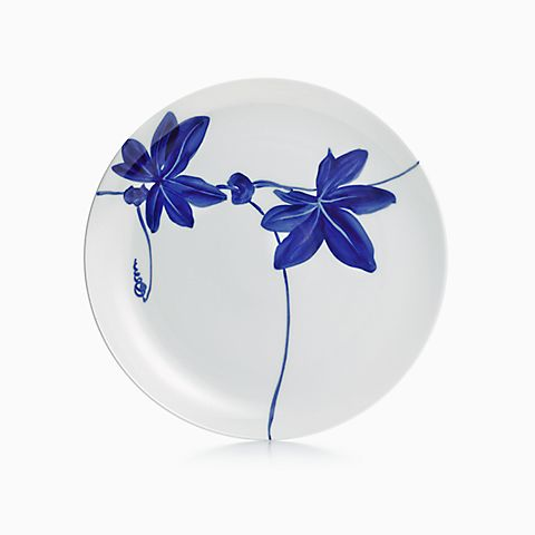 Tiffany Vines round platter in porcelain.