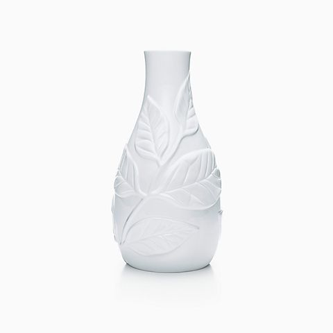 Leaf vase in bone china.