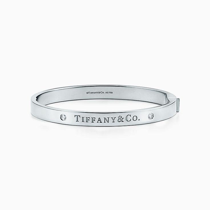 http//media.tiffany.com/is/image/Tiffany/EcomBrowseM/bracelet,jonc,charnire,37833673_980420_AV_1_M?op_usm\u003d2.00,1.00,6.00\u0026defaultImage\u003d