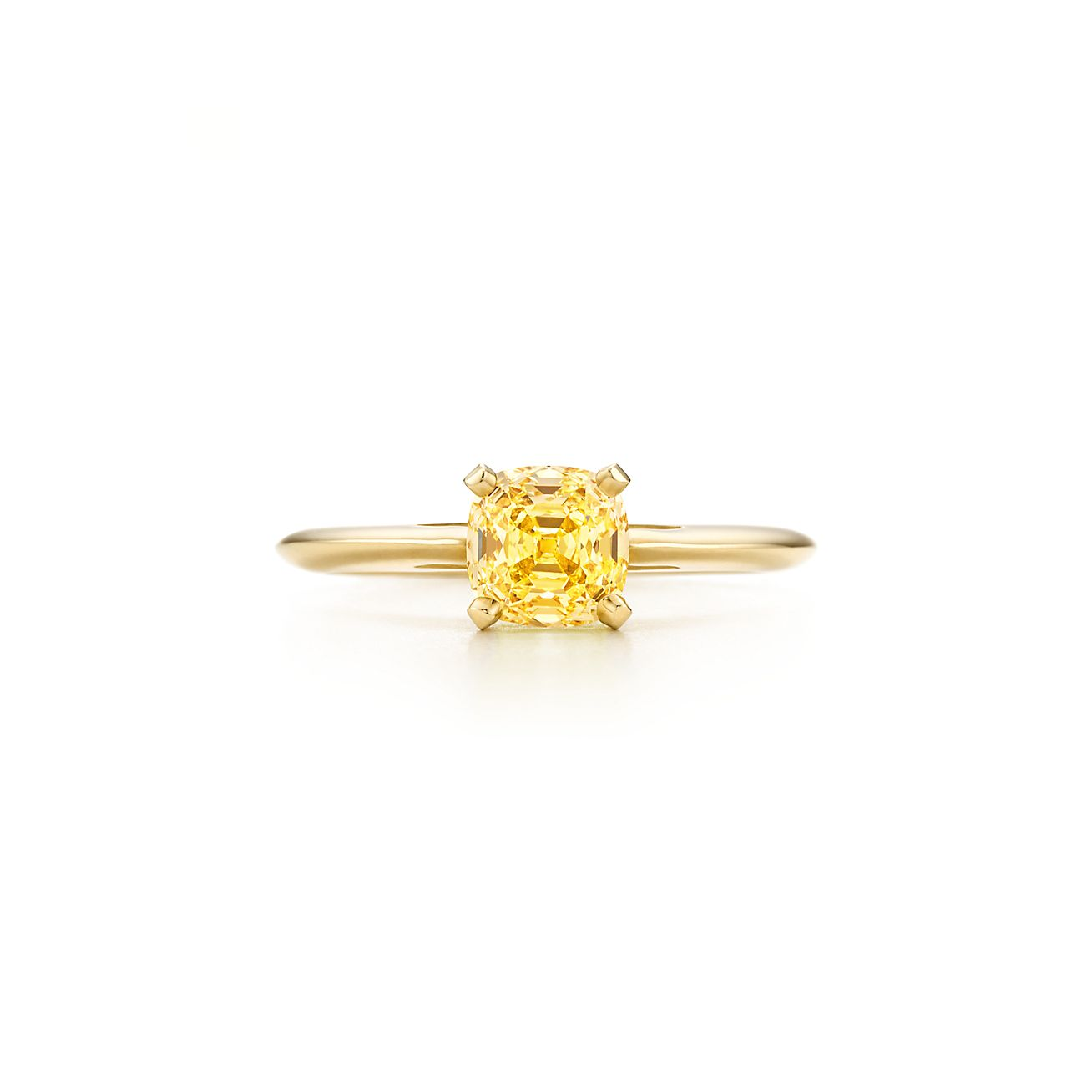 ring in 18k gold with a square antique modified brilliant