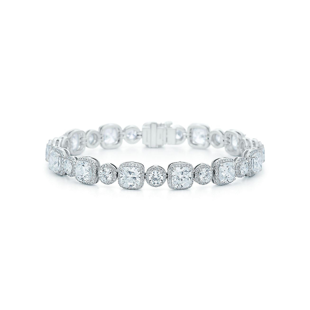 Cushion-cut and<br>Round Brilliant<br>Diamond Bracelet