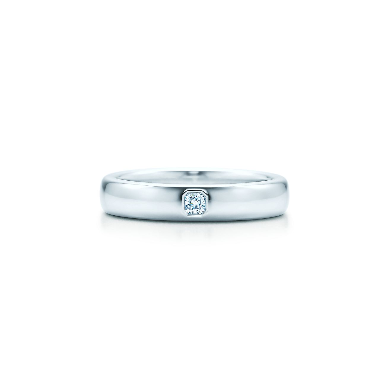 lucida band ring with a diamond in platinum 4mm wide