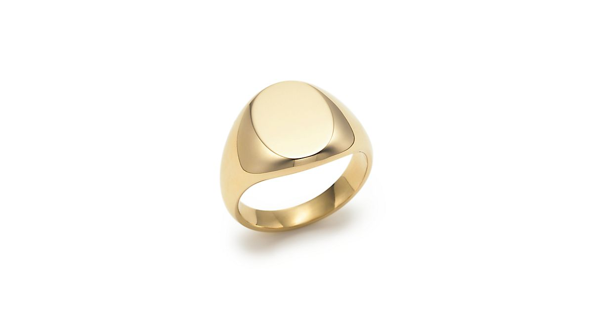 Oval signet ring in 18k gold