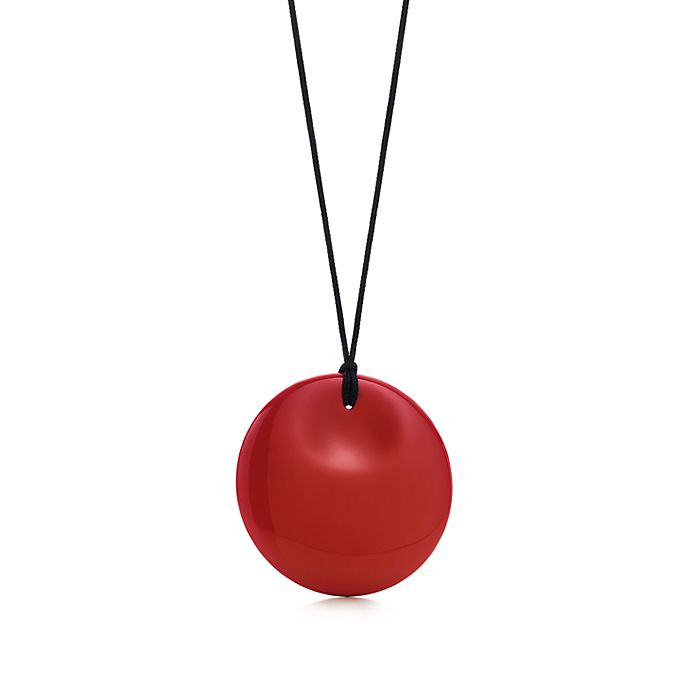 ba31cd658 Elsa Peretti® Round pendant in red lacquer over Japanese hardwood ...