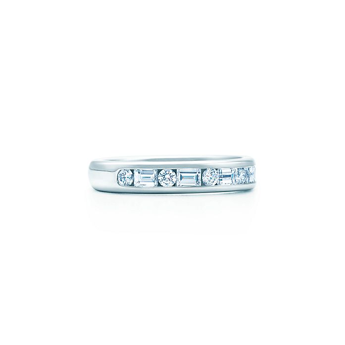 2d1e9ba0c36 Channel-set band ring. Diamonds