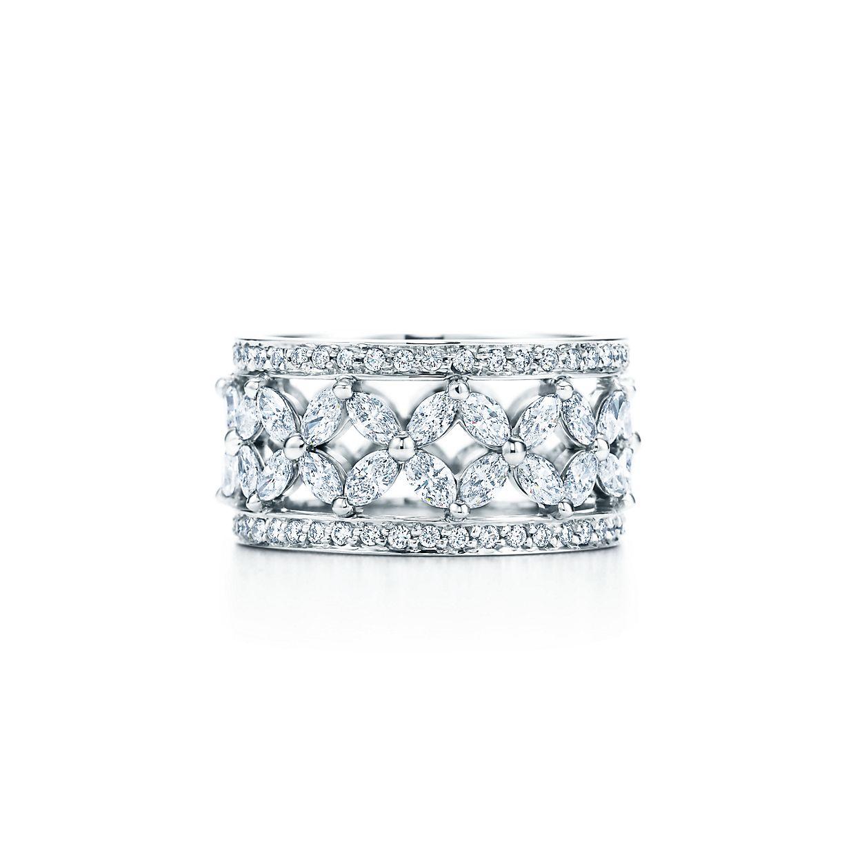 Кольцо Tiffany Victoria™ из платины с бриллиантами.   Tiffany   Co. 4676dfb572c