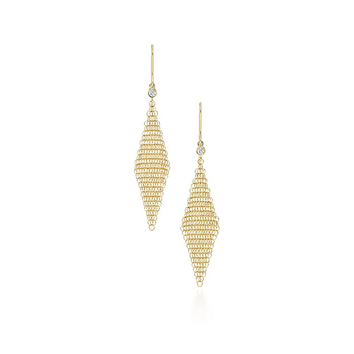 68857e118 Elsa Peretti® Mesh earrings in 18k gold with diamonds, mini ...