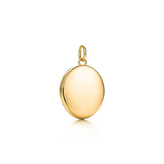 4160609e13945 Oval locket in 18k gold