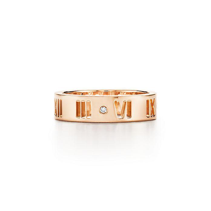 b255aa9cfa19 Anillo perforado Atlas® en oro rosa de 18 quilates con un diamante ...