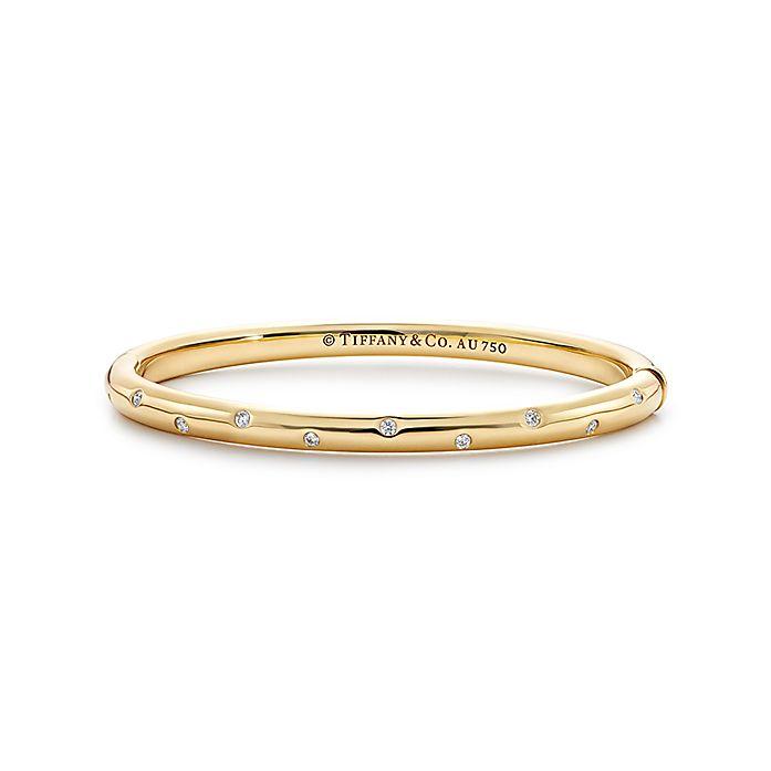 0bf078653 Etoile bangle in 18k gold with round brilliant diamonds, medium ...