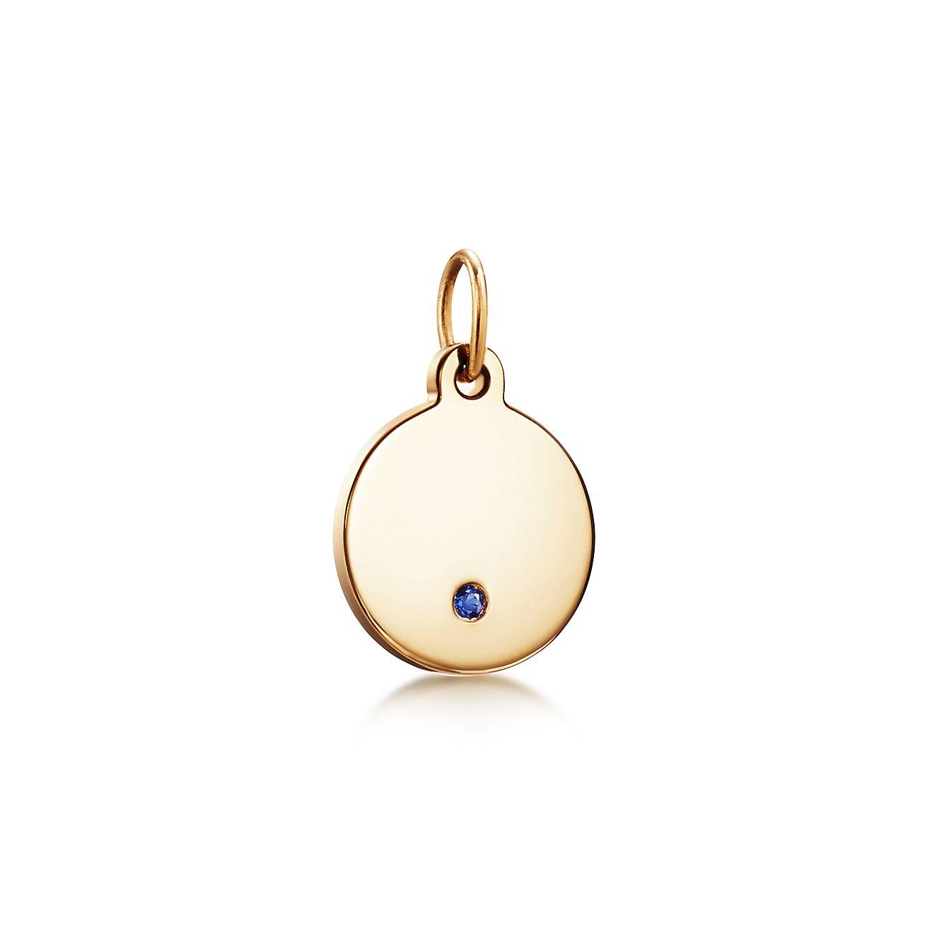 Round tag charm in 18k gold, mini Tiffany & Co.