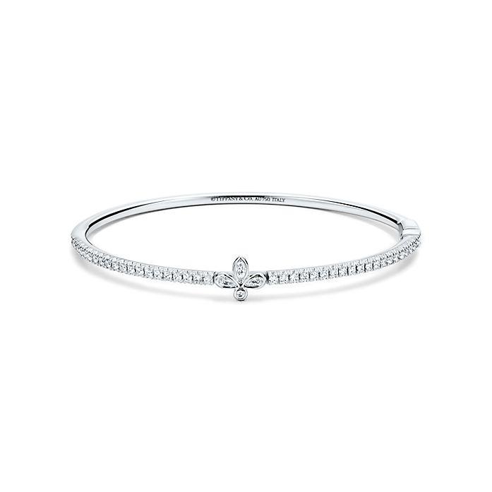 13075b329e44 Pulsera Tiffany Fleur de Lis en oro blanco de 18 k con diamantes ...