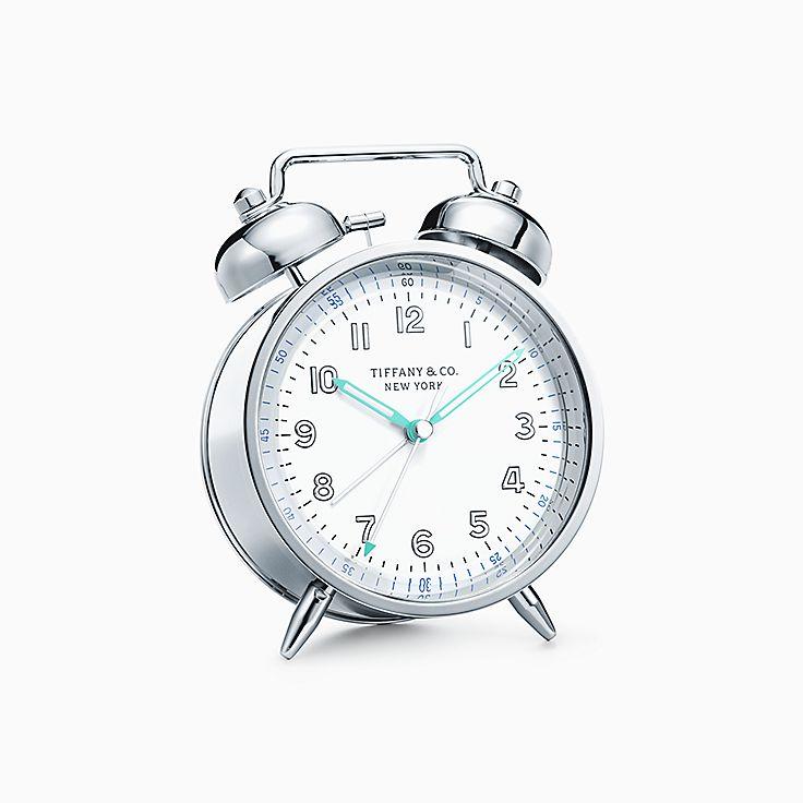 Предметы обихода: никелевый будильник с двумя звонками