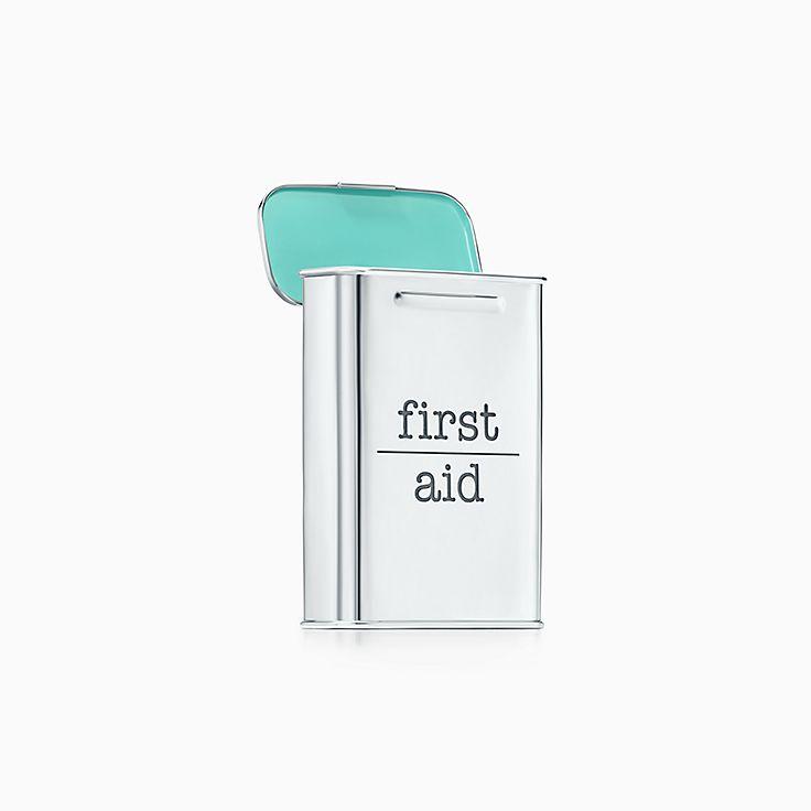 Everyday Objects: caja de primeros auxilios en plata fina