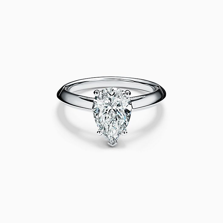 Pear-shaped Diamond Engagement Ring in Platinum