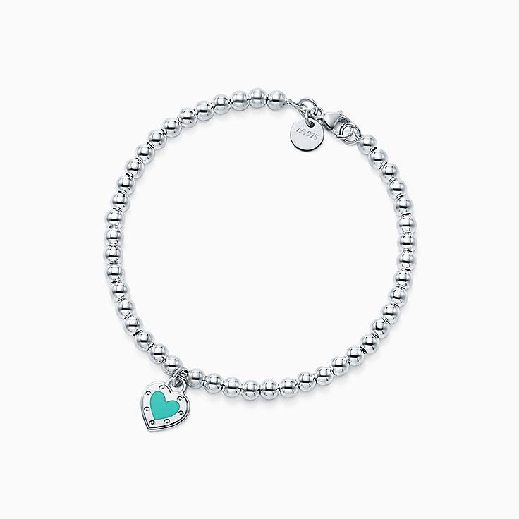 Return to Tiffany™: Brazalete de cuentas con placa estilo corazón