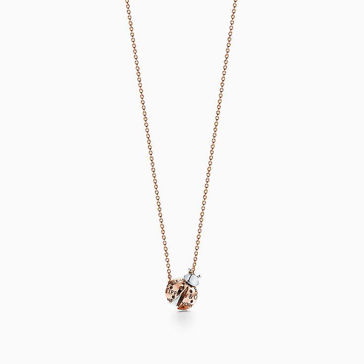 Return to Tiffany™ Love Bugs:Pendente Ladybug em ouro rosa 18k e prata de lei