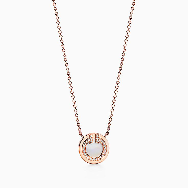 Tiffany T:Круглая подвеска Two из розового золота 18карат с бриллиантами и перламутром, 40,6–45,7см