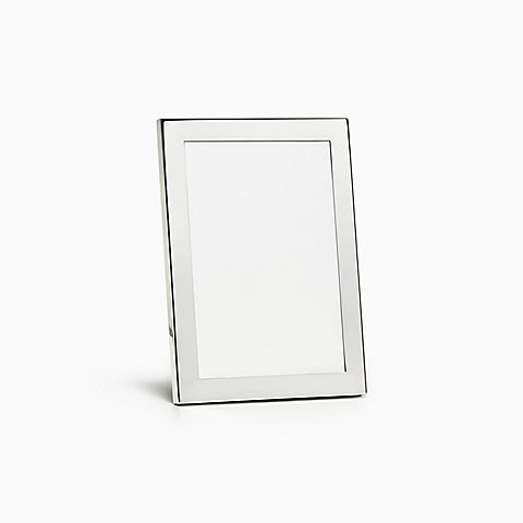 Rectangular frame in sterling silver.