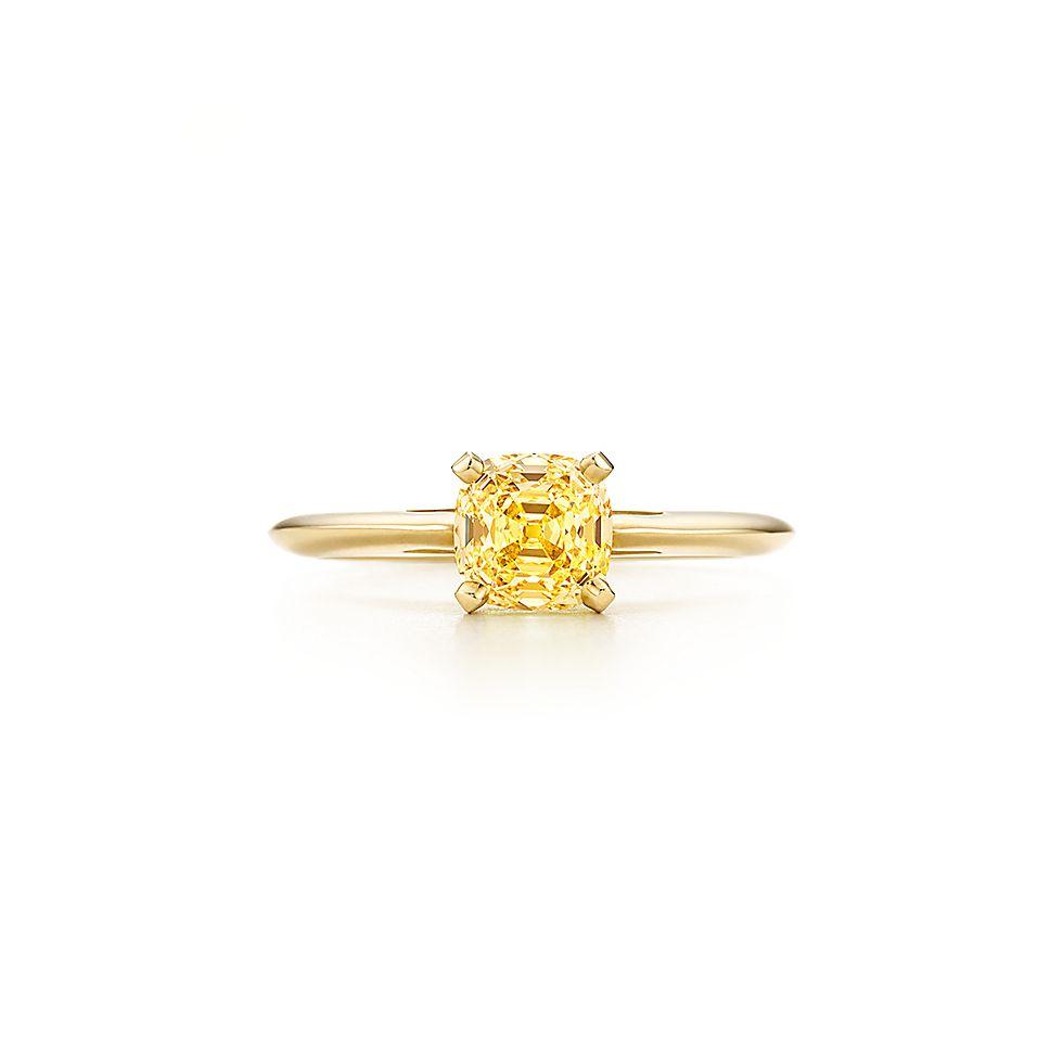 0e8f721ca Anel em ouro 18k com um diamante amarelo com lapidação brilhante quadrado,  antig | Tiffany & Co.