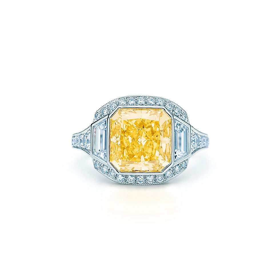 7a5b21f1606 Ring in platinum with a 4.05-carat Fancy Vivid Yellow diamond ...