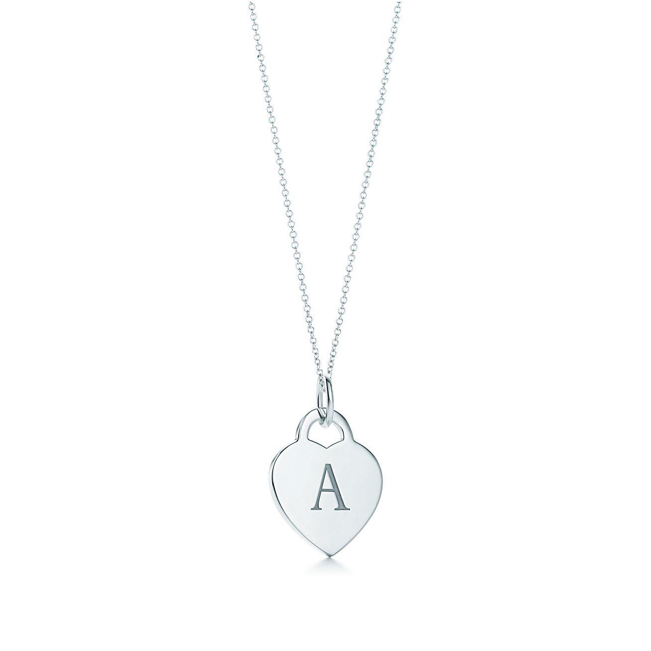 Charm En Forma De Corazón Con Las Letras Del Alfabeto En Plata