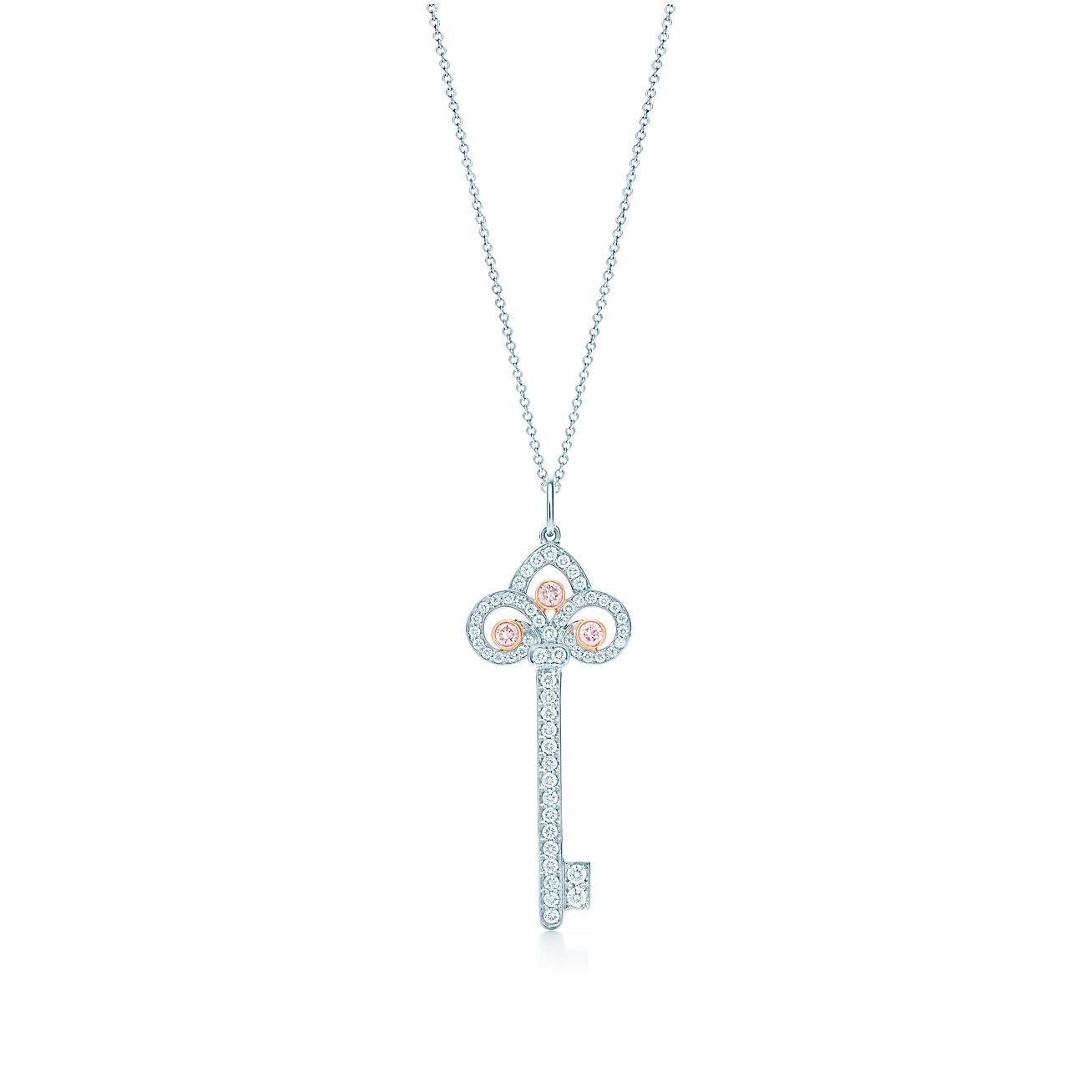 Colgante estilo llave con flor de lis tiffany keys en platino oro tiffany keys colgante estilo llave con flor de lis aloadofball Images
