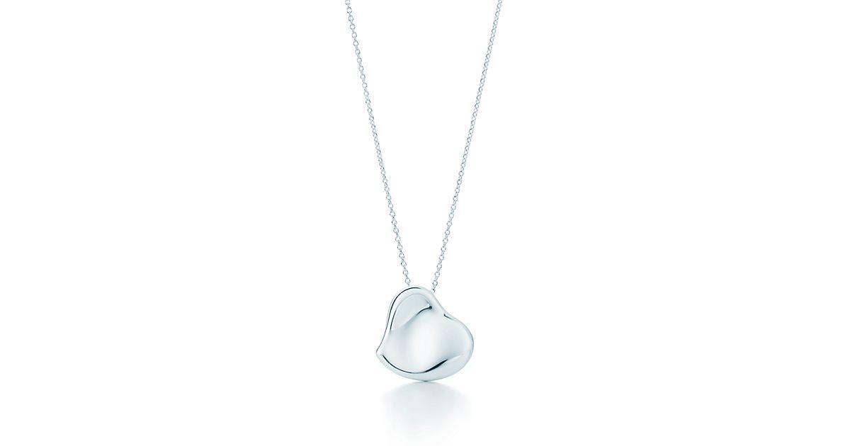 Elsa Peretti Full Heart pendant in sterling silver, 20 mm wide Tiffany & Co.