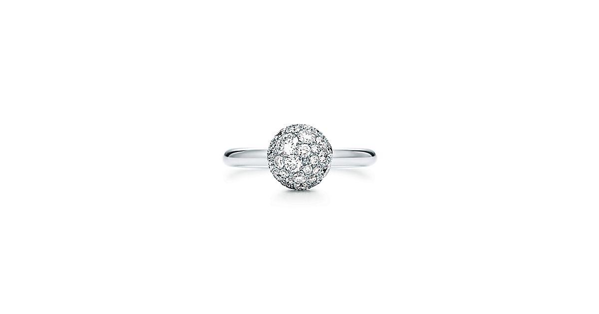 Anel esférico Tiffany HardWear em ouro branco 18k com diamantes.   Tiffany    Co. 82a3bb16f9