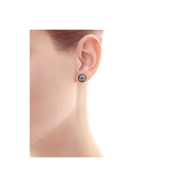 Pearl Earrings Model Shot 1