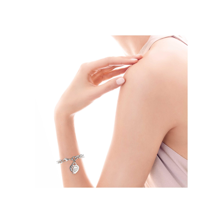 Return To Tiffany Heart Tag Key Bracelet Model Shot 1
