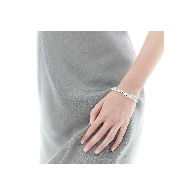 Tiffany 1837®:Interlocking Circles Bangle_model-shot-1