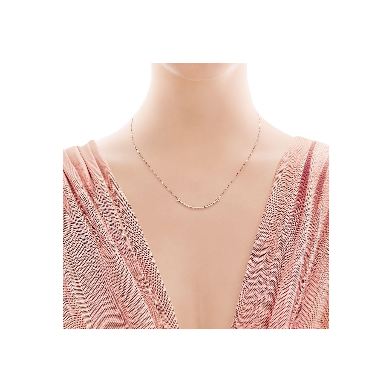 Tiffany T smile pendant in 18k rose gold, mini Tiffany & Co.