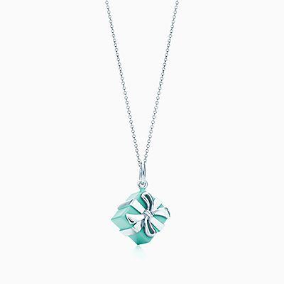 Berloque Tiffany Blue Box prata de lei com acabamento esmaltado Tiffany  Blue. 33a09666a7