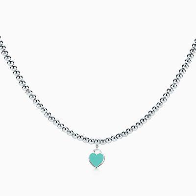 Colar com berloque de coração Return to Tiffany™ em prata em colar de  contas. 32dfa2d214