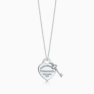 Pendente de coração com chave Return to Tiffany™ médio em prata de lei. ea1a29e89b