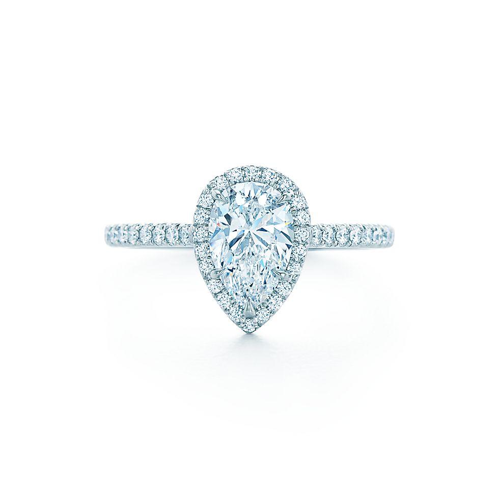 Tiffany Soleste с бриллиантом грушевидной огранки Кольца для помолвки    Tiffany   Co. 4f9753e0158